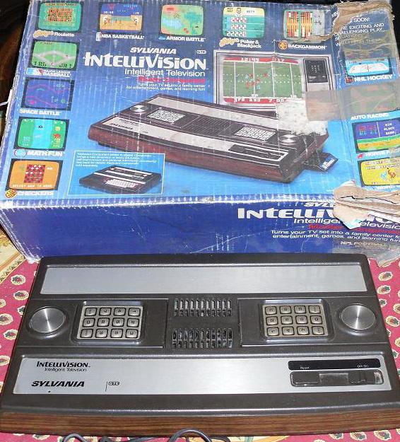 Consoles étranges , Machines méconnues ou jamais vues , du proto ou de l'info mais le tout en Photos - Page 6 Intellivision%20Sylvania%20GTE%20model%20MC100